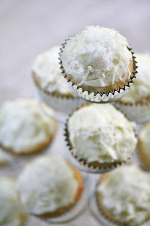 Easy and Delicious Coconut Cupcakes with Coconut Cream Cheese Frosting ...