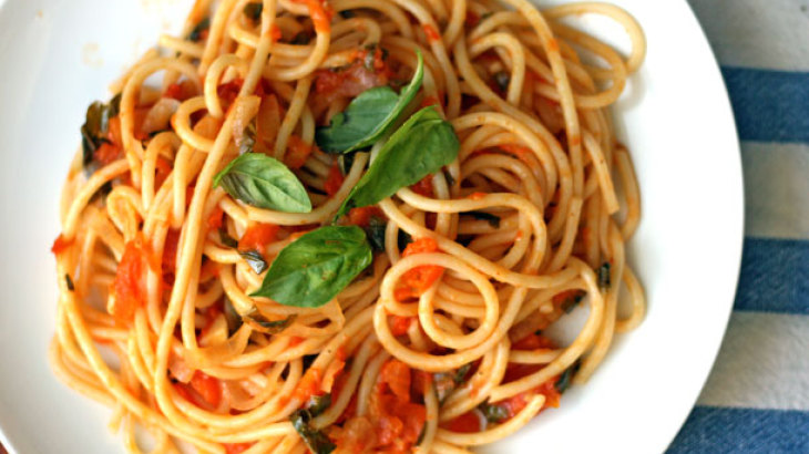 Dinner Tonight: Spaghetti with Late Summer Tomatoes