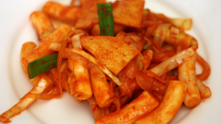 Dinner Tonight: Stir Fried Rice Cake with Gochujang Sauce