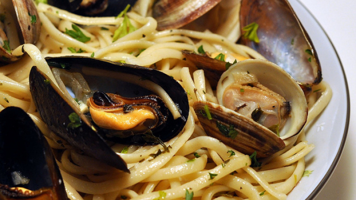 Emeril's Mussels Over Linguine
