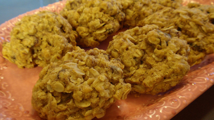 Flax Oatmeal Raisin Cookies