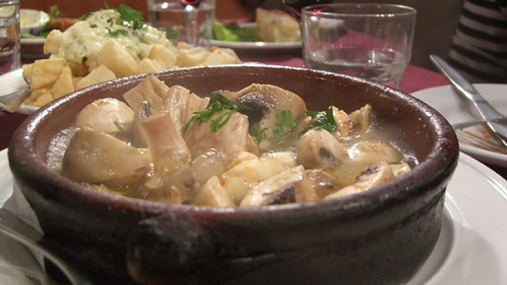 Mushrooms in Garlic Sauce (Champiñones Al Ajillo)