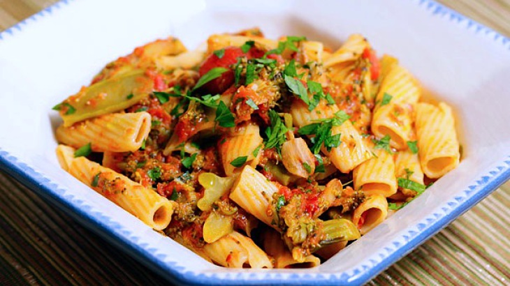 Pasta with Braised Broccoli and Tomato