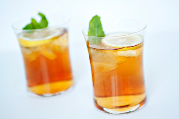 Easy and Delicious Southern Sweet Tea Recipe by Makeeze Recipes